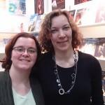 Kuscheln der Standbesetzung (v.l. Helen B. Kraft, Rita Maria Janaczek
