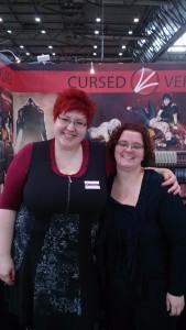 Julia Schwenk und ich vor dem Cursed Verlags-Stand